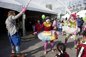 Tickles, Poco and Wanda the clown, performing at Vancouver sun run